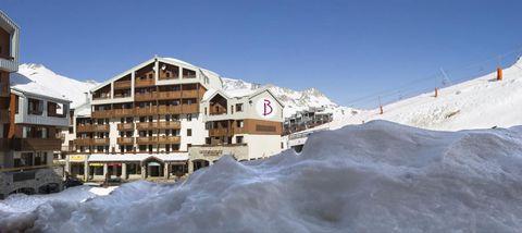 LA STATION DE TIGNES: Station Grand Ski, Tignes fait partie de l'un des plus beaux domaines skiables du monde : l'immense domaine reliant Val d'Isère et Tignes avec 300 km de pistes et 1900 m de dénivelé. Toujours à l'affût des nouvelles tendances, T...