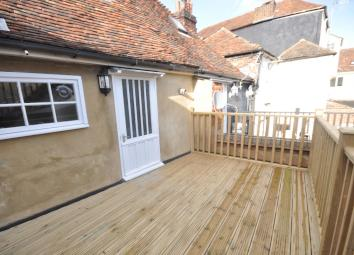 BRAND NEWLY REFURBISHED SPLIT LEVEL ONE BEDROOM APARTMENT WITH A ROOF TERRACE. The accommodation comprises the lounge, a large kitchen with an oven/hob, access to a decked roof terrace. Upstairs there is a good size double bedroom and a family bathro...