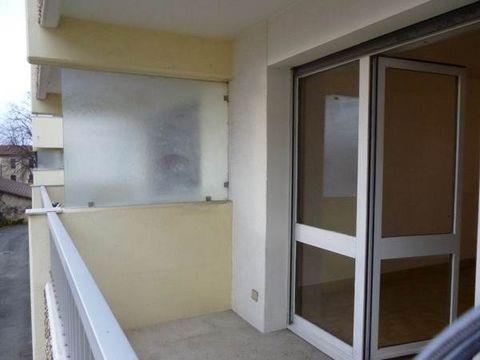 A LOUER! ROMANS, studio au 2ème étage avec ascenseur, d'une superficie habitable de 22,60m², dans résidence bon standing, une kitchenette avec réfrigérateur et plaque de cuisson ouverte sur pièce de vie, balcon, place de parking. DPE 'E'. Disponible ...