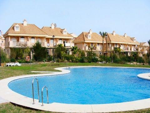 construido con altos estándares, cerca de golf, cerca de todas las comodidades, piscina comunitaria