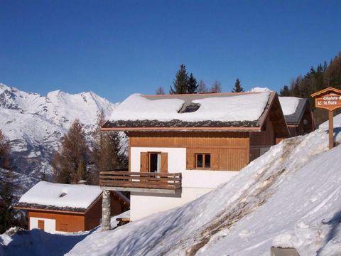 Le Chalet Forsythia est situé dans le village de Vallandry, dans la station de ski Peisey-Vallandry, reliée aux domaines skiables des Arcs et de Paradiski. Avec plus de 200 km de pistes, les skieurs de tous niveaux pourront profiter de leurs vacances...