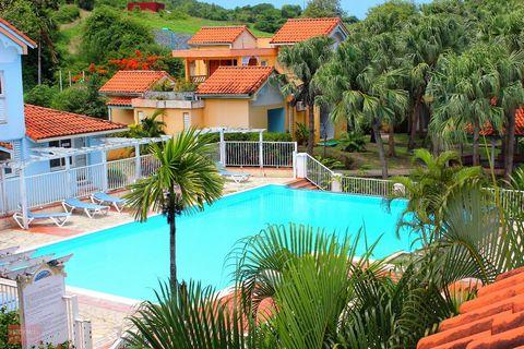 Appartement F2 de 45 m² situé au rez de jardin d une ancienne résidence hotelière 3 étoiles comprenant 1 séjour lumineux de 15m² 1 cuisine total