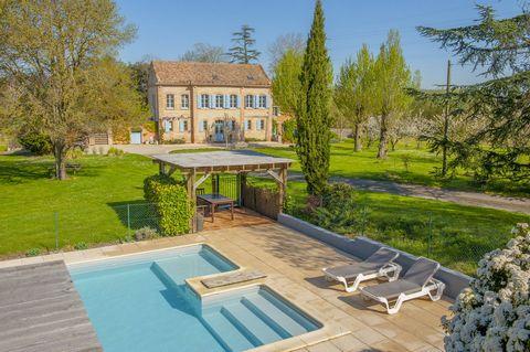 Maison de Maitre avec 3 gites, piscine et 7 ha