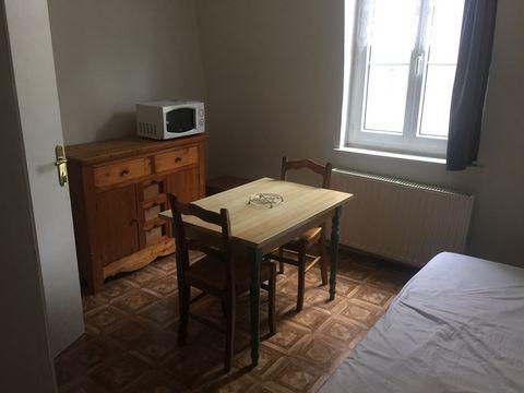 A louer proche CENTRE VILLE de CAMBRAI !!! Studio meublé de 23m² avec une cuisine équipée et une salle de bains ! Situé au 2ème étage d'une résidence étudiante calme et sécurisée !! Disponible immédiatement . Loyer Charges Comprises : 350.00 euros (e...