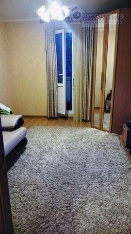 Сдается замечательная комната в двухкомнатной квартире и шаговой доступности от метро Гражданский пр-кт д.90. Комната просторная с мебелью и бытовой техникой. В квартире чисто, соседи снимают. Сдаем на длительный срок для проживания 1-3 человек. Прос...