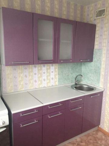 Код объекта:67704 Квартира в хорошем состоянии. Вся мебель (новый кухонный гарнитур, диван), и бытова техника. Для одного человека или семейной пары. Торг. Суворова ул.