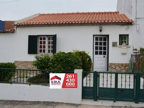 House 2 bedrooms adapted for services. Great location in the Centre of the village of Bombarral the 4 min of A8. Energy Rating: E #ref: (phone hidden)