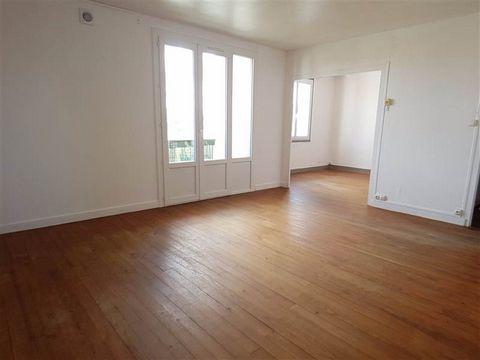 Rochefort - Appartement T3 au 2ème étage d'environ 70 m² comprenant entrée avec placard, séjour / salon donnant sur un balcon, cuisine, dégagement, 2 chambres avec placard, salle de bains, wc. Garage. Chauffage gaz collectif. Disponible de suite. Loy...