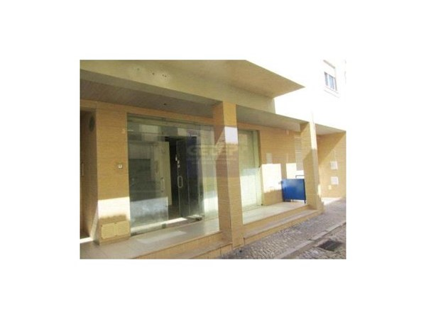 Shop in pond, Algarve, with 116 m2 and 1 Toilet in reasonable condition. Year built: 2003