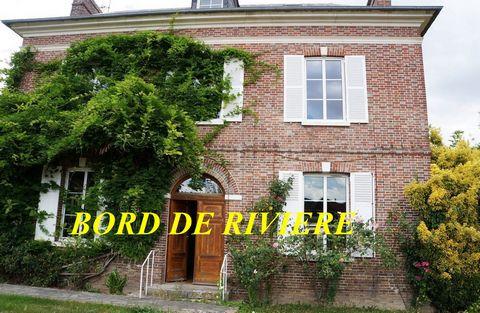 Belle maison de maître datant de 1858, située à 13 kilomètres de Évreux. La gare la plus proche se trouve à Saint-Pierre-du-Vauvray (13 kilomètres), Val-de-Reuil (17 kilomètres),et à 12 minutes d'un accès A13 ( sortie 18 ), à 1h15 de Paris. Au rez-de...
