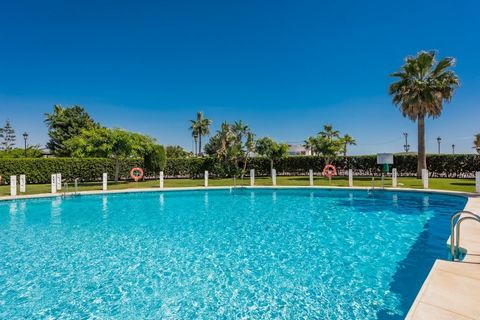 Apartment for sale in Sabinillas, Manilva, with 3 bedrooms, 2 bathrooms, the property was built in 1997 and has a swimming pool (Communal), a garage (Communal) and a garden (Communal). Regarding property dimensions, it has 70 m² built, 4 m² terrace. ...