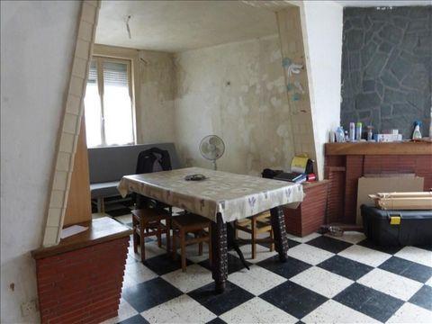 BETHUNE - A deux pas du centre-ville, maison semi mitoyenne comprenant, entrée, salon-séjour de 34 m², cuisine, salle de bain, buanderie, à l'étage 2