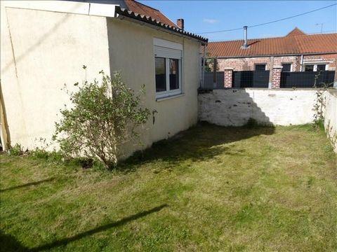 LABEUVRIERE - Au coeur du village, maison individuelle d'environ 95 m² comprenant une entrée, salon-séjour avec cheminée, cuisine équipée, une chambre