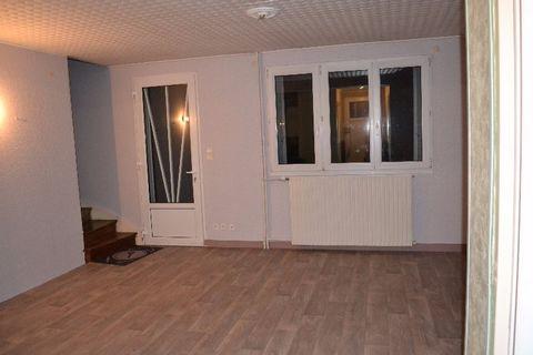 Je vous propose cette jolie Maison de 69m2 environ, dans quartier calme et recherché. Comprenant au RDC / entrée, belle pièce à vivre lumineuse ouverte sur une cuisine aménagée, WC, salle de bain. A l' étage vous trouverez 3 chambres. Le tout sur un ...