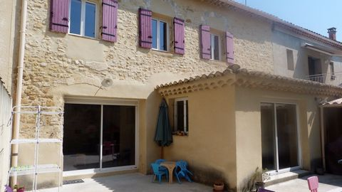 Caderousse 5mn of Orange 20mn of Avignon, blow of heart for this home of stone village of 116m 2, entirely restored in traditional, between 2009 and 2011 with materials of qualities. Facing full south, very bright with a nice course in L, a garage an...