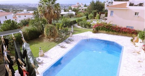 This is a lovely 2 bedroom apartment with sea views located in the heart of Tala only a few minutes walk from the square and restaurants. This is a popular and quality complex with nice garden and swimming pool area. Two double bedrooms, unusual shap...