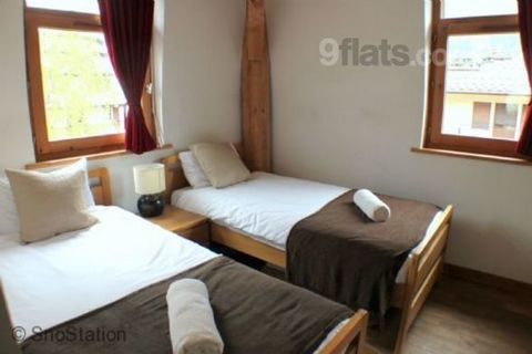 This home from home apartment offers extremely flexible sleeping arrangements for larger groups of up to 7 on a budget break; be it a boy's ski holiday requiring single beds, or a family break with couples and children. Two double or twin bedrooms, t...