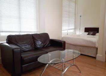 Great place to stay and enjoy the best London has to offer. Apartment is situated within 3 stations: Marble Arch, Paddington and Lancaster gate.