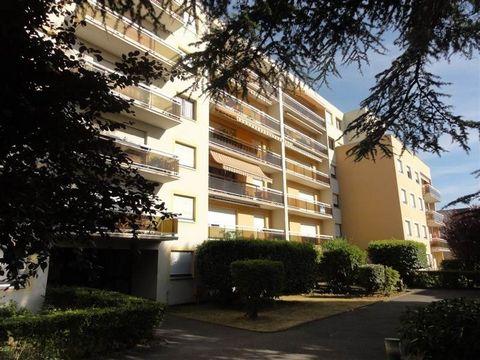 Entre Seine et Gare (direct 28min Paris - gare de Lyon), votre agence 2M Immobilier vous propose ce deux pièces en rez-de jardin. Cet appartement comprant une entrée, une pièce principale avec cuisine équipée, une chambre, une salle d'eau et WC. Idéa...