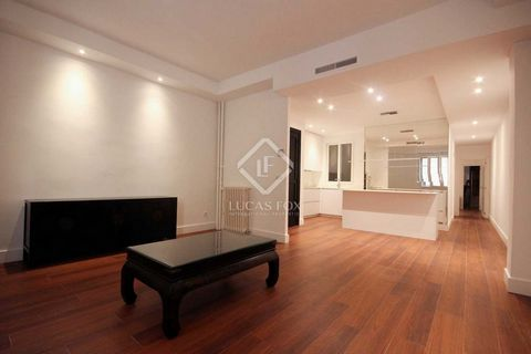 First floor apartment of 89 m² in a historical building in an enviable location in the Justicia neighbourhood of Madrid. Behind the rationalist façade of this building designed by a renowned Madrid architect, a magnificent marble entrance takes us th...