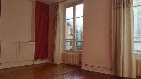 Cet appartement se trouve dans le quartier de la préfecture, dans un immeuble ancien. A deux pas du cours de la liberté et à 5 minutes de la presqu'île de Lyon, commerces, métros et tramways à proximité. Ce logement de 41 m² de type T2, au 2ème étage...