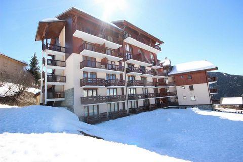 La résidence Le Cret de l'Ours II est située à Vallandry, à 100 m des pistes de ski et 150 m des commerces. Cette résidence avec ascenseur, vous offre une vue sur la vallée et les montagnes environnantes. Superficie d'environ 47 m². 2ème étage. Orien...