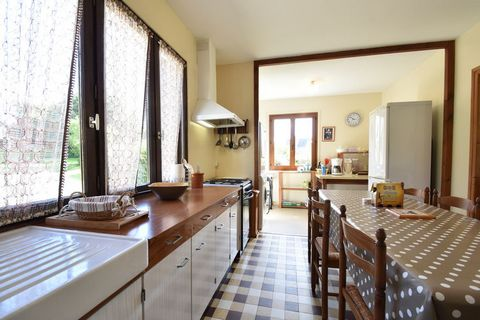 Detached holiday home on a former farm (1850) in the 'Côtes-d'Armor', just 3 km from the beach. The house is surrounded by a large, enclosed garden and is situated in a wonderful and quiet area. The children can enjoy themselves wonderfully in the ga...