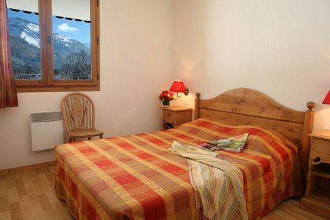 Résidence au calme, à 700 m du centre convivial de Samoëns. Les appartements tous avec balcon ou terrasse sont spacieux et aménagés avec soins. Vous pourrez utiliser la grande salle commune avec coin-salon et un grand âtre. Utilisation gratuite d'une...