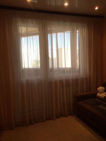 Объект находится по адресу: В микрорайон, 52. Продаётся большая, светлая 2-х комнатная квартира, 59 кв. м. Комнаты изолированы, раздельные сан. узлы, большая просторная кухня 11 кв. м., застеклённая большая лоджия, панорамный вид из окон. Возле дома ...