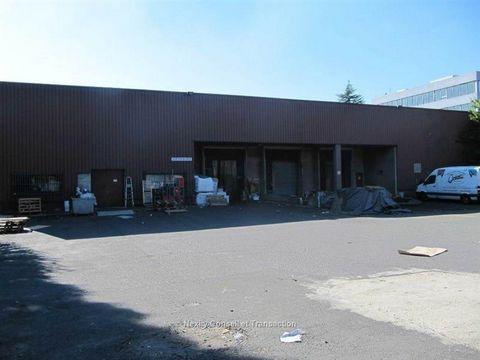 Dans la zone industrielle des Mardelles, au carrefour des autoroutes A1 et A3, nous vous proposons un entrepôt indépendant à usage de stockage/activités. non divisibles. Conditions financières :180000 Euros HT HC / an - honoraires location : 15 % HT ...