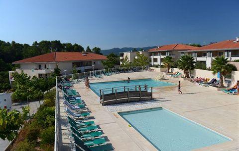 Situé entre la mer et l'arrière-pays, le merveilleux petit village de Roquebrune sur Argens bénéficie d'un emplacement et un climat exceptionnel. Il offre la possibilité de profiter d'un séjour calme et paisible dans la campagne derrière la Côte d'Az...