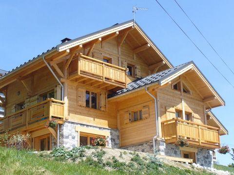Au cœur du domaine des Sybelles, La Toussuire est une station de ski de Savoie, chaleureuse et conviviale, qui offre un magnifique panorama à 360°. L'ensoleillement de cette station authentique est généreux. La Toussuire permet un accès direct à 310 ...