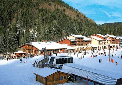 Pour votre location de vacances dans les Vosges , découvrez la résidence Les Grandes Feignes dans la station de ski de La Bresse Hohneck . Une résidence de grand confort située au pied des pistes de ski de La Bresse et de l'école de ski (ESF). Elle d...