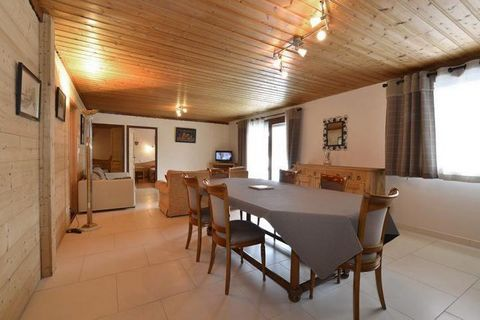 The Chalet Grillet Jean-François is situated Route de Boude, in Super-Châtel district. Shops, entertainments and the village center are located 300 m away from the chalet. Super-Châtel cable car is 200 m away from the chalet. Surface area : about 80 ...