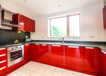 modern 2 double bedroom apartment with a study in a great North Oxford location. It is light and bright with a balcony leading off the living room. The apartment has off-street parking and is in a great location for access to the ring road, city cent...