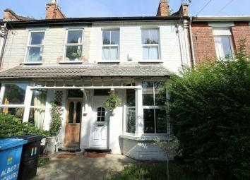 STUNNING PERIOD TERRACE PROPERTY IN THE HEART OF THE EVER POPULAR AVENUES AREA Summary: This property is ideally located within a short walk of Newland Avenue with a range of bars, restaurants, shops and transport links, making it ideal for any first...