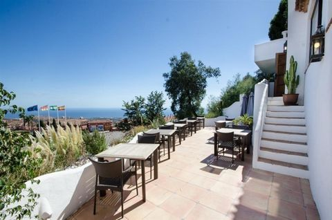 This is a quality restaurant with lift in Marbella east, located in a good location on a main road with easy parking. The property is located in an elevated position with breathtaking views of the coastline and sea in the distance. A great opportunit...