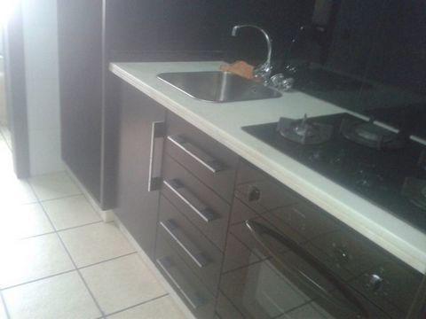 T d'appartement 1, fournit de cuisine avec les appareils électriques, wc a renouvelé entièrement, l'emplacement d'excdelente, joint des Ecoles Municipal Piscine. la classe energetica «C» Bonnes affaires. la visite de marque