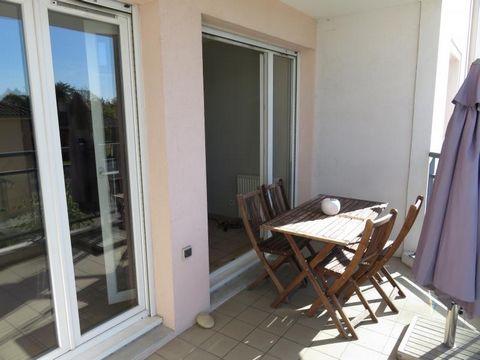 Bonneveau - Appartement T3, Garage et Cave - visitez exclusivement avec nous cet appartement traversant de 2006 au 1er étage avec ascenseur. Vous apprécierez sa pièce de vie donnant sur balcon exposé ouest en intérieur de résidence. Il est idéalement...