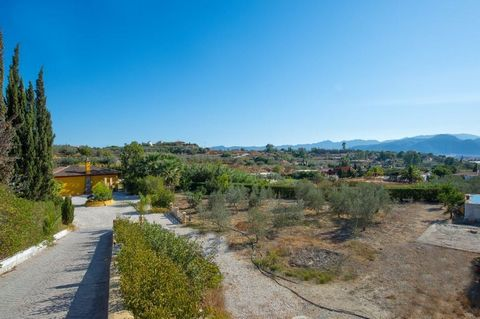 RUSTIC HOUSE NEAR THE TECHNOLOGICAL PARK Rustic plot with 2803 m2 plot, with housing, swimming pool, porch and storage. The property is located in the area known as Cortijo Costilla, next to Maqueda-Santa Rosalía and Technology Park of Malaga. The ar...