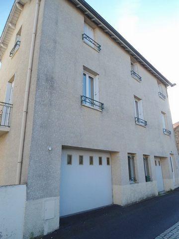 St Pal de Mons, 43620, maison T7 de 157m² habitables, 4 chambres, terrasse de 60m². Prix de vente de 173000€ présentée par Nicolas Sega 06.09.60.81.47. En exclusivité, cette maison de ville sur 3 niveaux est entièrement rénovée. Elle comprend : au re...