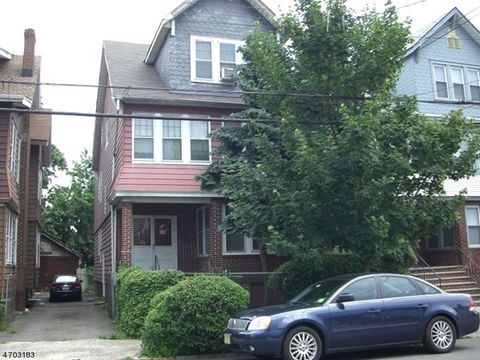 OWNER HAS REQUESTED CASH ONLY BUYERS. For the buyer looking for a home once updated, will pay its way, or the investor looking to buy, sell or hold, there is something for everyone here!!. NOTE: The buyer of 924 S 20th is being offered first refusal ...