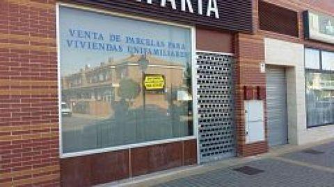 Local comercial en Villanueva de la Torre zona Villanueva de la torre, 89 m. de superficie, un baño, propiedad para reformar.. Extras: aire acondicionado (instalacion).