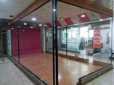 Store in the Mall on the wall for sale with 24.50 M2.