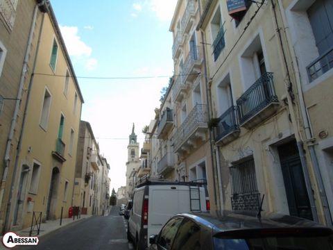 Hérault (34) A vendre, à Sète centre-ville, proche de la mairie et des quartiers hauts, cet appartement de trois pièces mesurant 82 m² en enfilade, au premier étage d'un immeuble de cinq lots. Actuellement en cours de rénovation, il vous offrira le c...