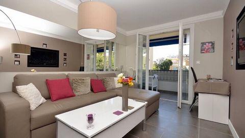 Exclusivité SAFTI avec la garantie revente , dans une copropriété bien entretenue au calme et sécurisée , magnifique appartement moderne 70m2. Il se compose d'un séjour avec cuisine américaine hyper équipée , une salle de bains avec une double vasque...