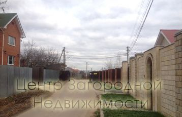 Simferopol highway 2 km from MKAD, CHT Bulatnikovo, 2- storey house of 90 m2 (timber) on a plot of 6 acres was built from timber, insulated and lined with artificial stone and siding, built in 2012. Strip foundations, pvc windows, roof decking. Elect...