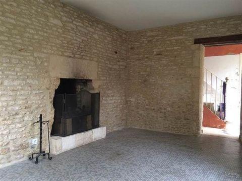CÔTE DE NACRE - BUS DE VILLE à 15min de Caen, 1km de la mer, découvrez cette maison de bourg en pierre du XIXe siècle. Vous trouverez au Rez-de-chaussée une entrée, couloir, salle d'eau, WC, Séjour, cuisine aménagée, Salle à manger. À l'étage trois g...