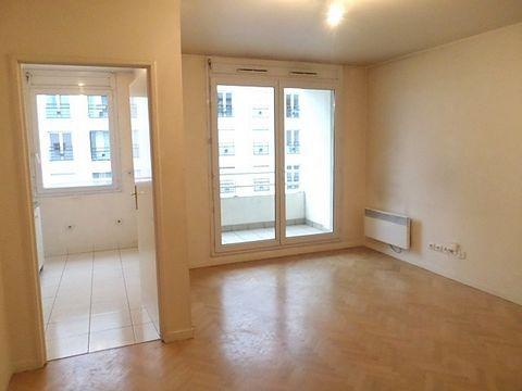 Quartier Val de Seine, proche RER, TRAM et à 5' du métro, immeuble récent, l'appartement est au 6ème étage avec ascenseur, comprend un séjour avec un balcon, une cuisine, une chambre,une salle de bains, WC. Au sous-sol, un emplacement de parking et u...