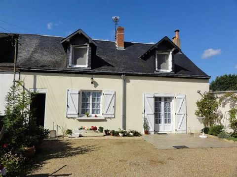 Ancienne maison rénovée comprenant: séjour-salon avec cheminée- insert, cuisine et sanitaires. 2 chambres à l'étage. Garage - dépendance sur jardin clos de 395 m² .